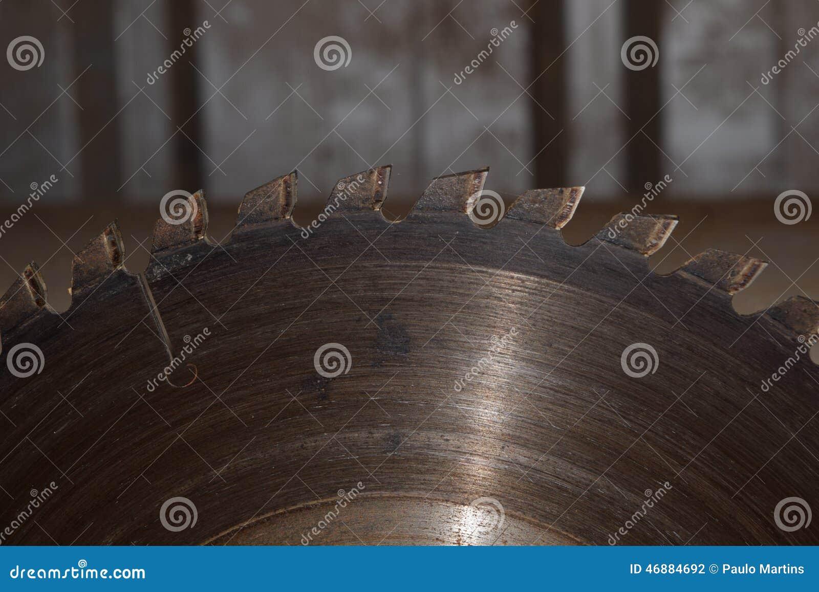 Schurende schijf voor het werk om metaal te snijden