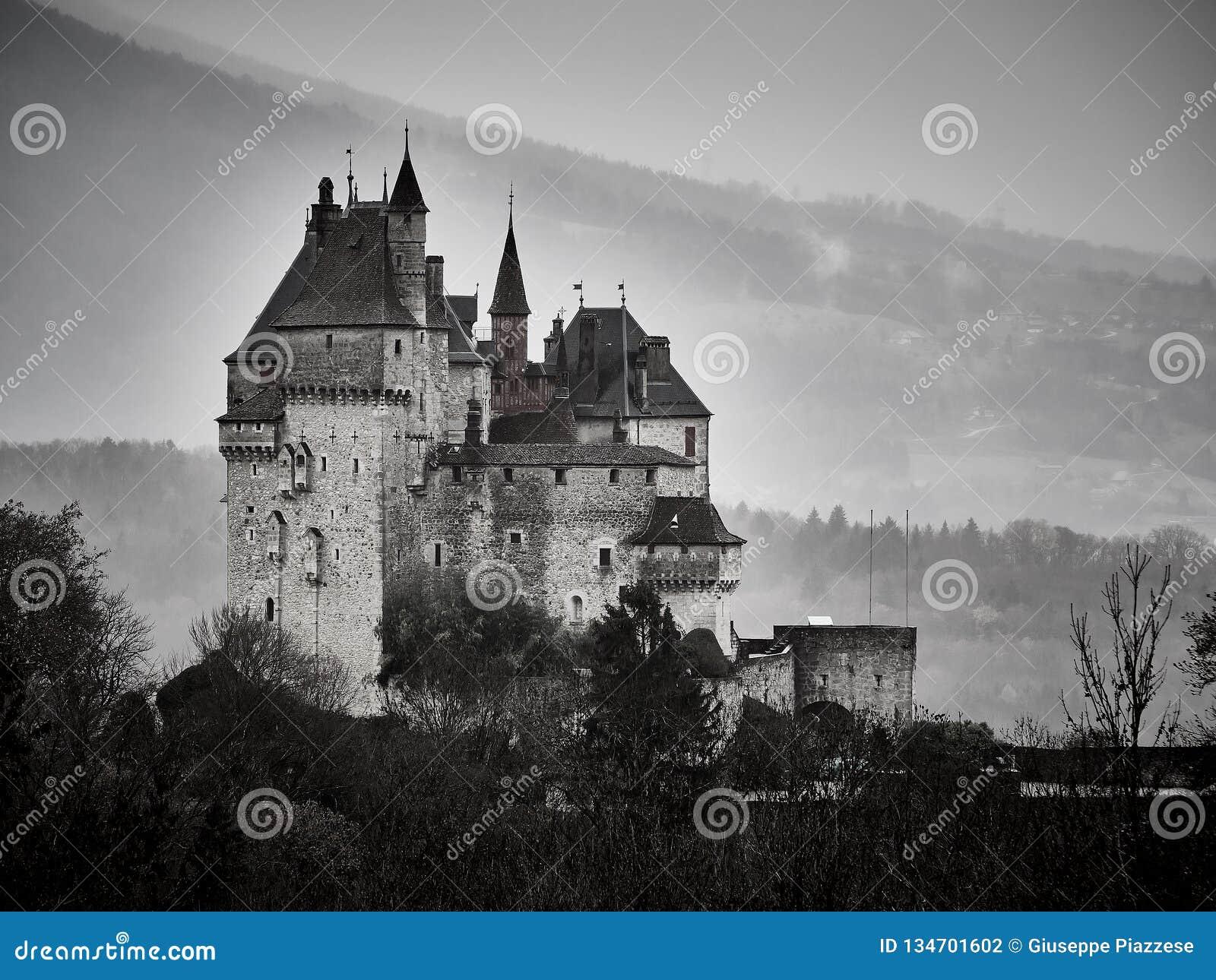 Schuss des Chateaus Menthon Bernhardiner, ein historisches Schloss nahe Annecy