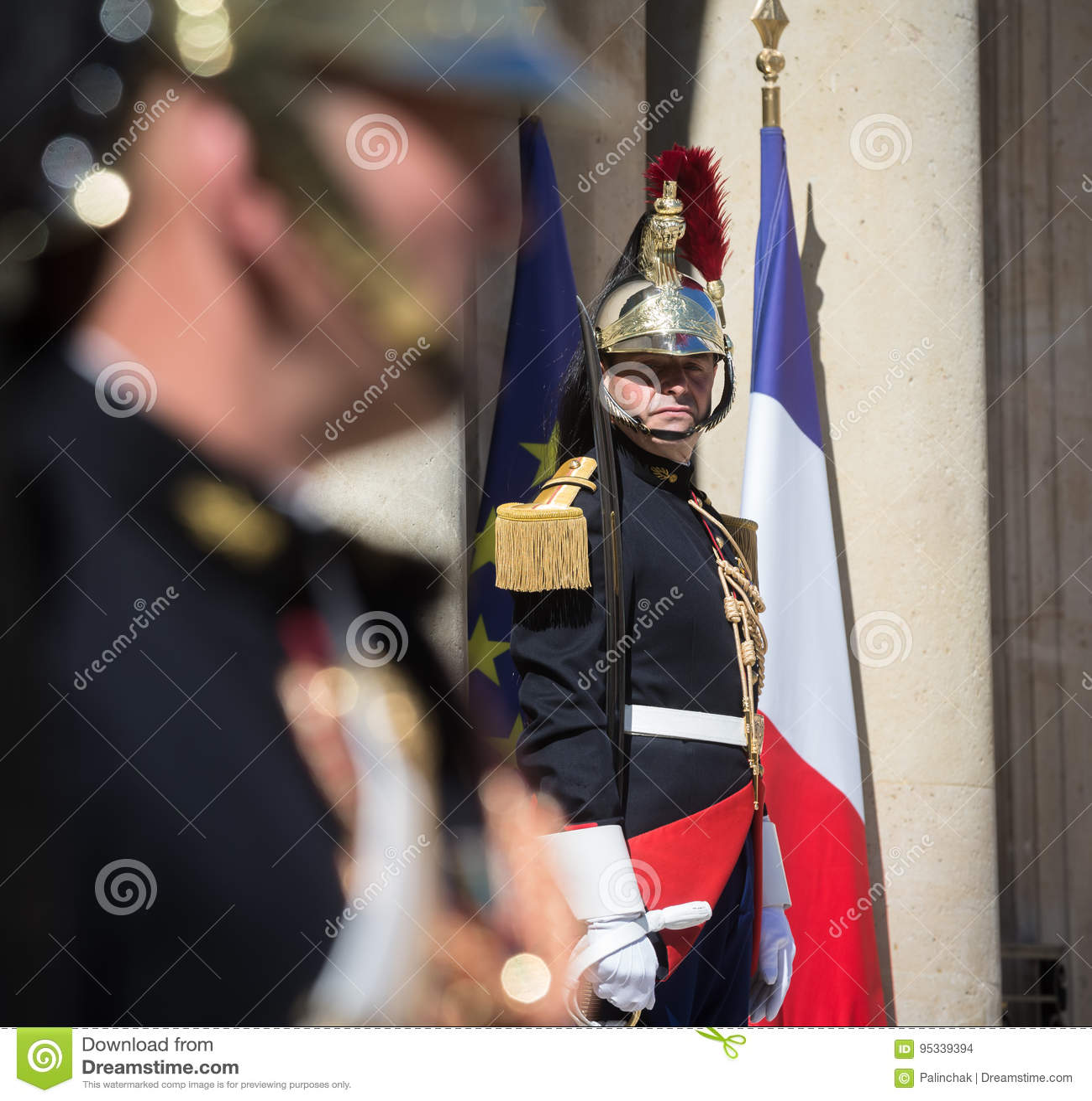 Schutz der Ehre beim Elysée Palast