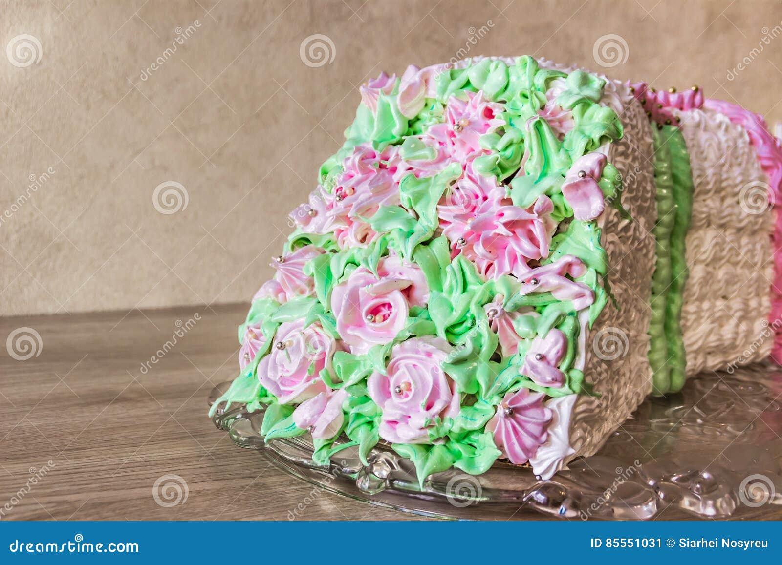 Schwammkuchen in Form eines Blumenstraußes von Blumen