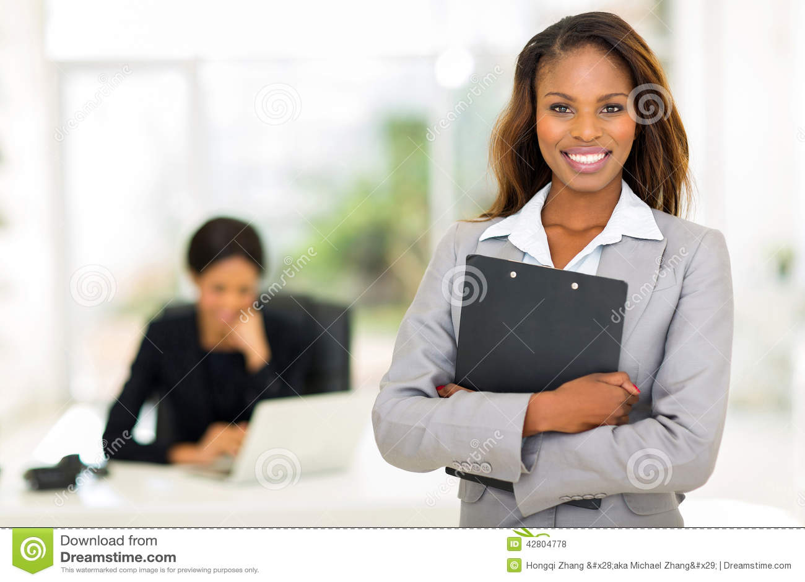 Schwarze Geschäftsfrau