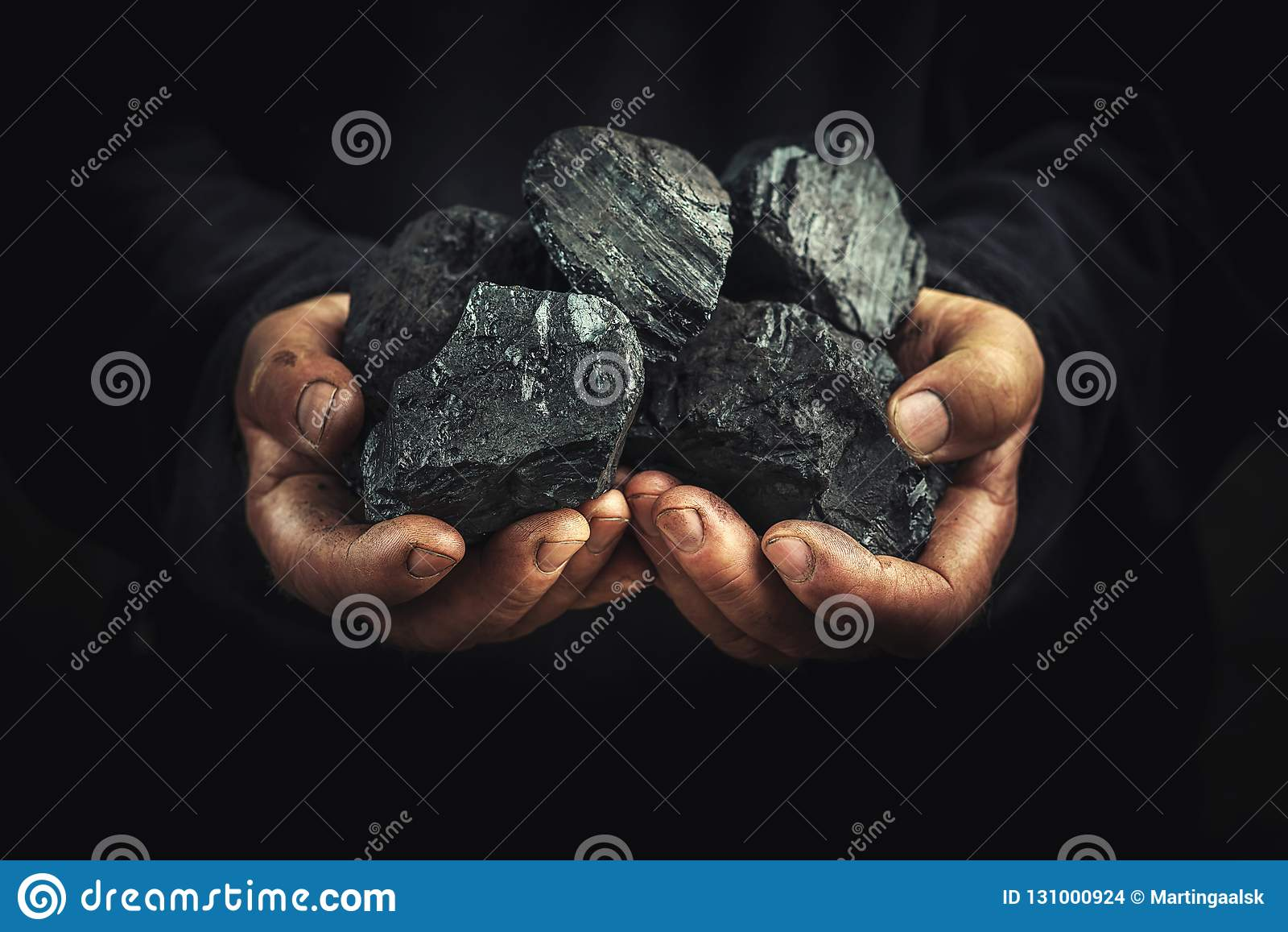Schwarze Kohle in den Händen, Schwerindustrie, Heizung