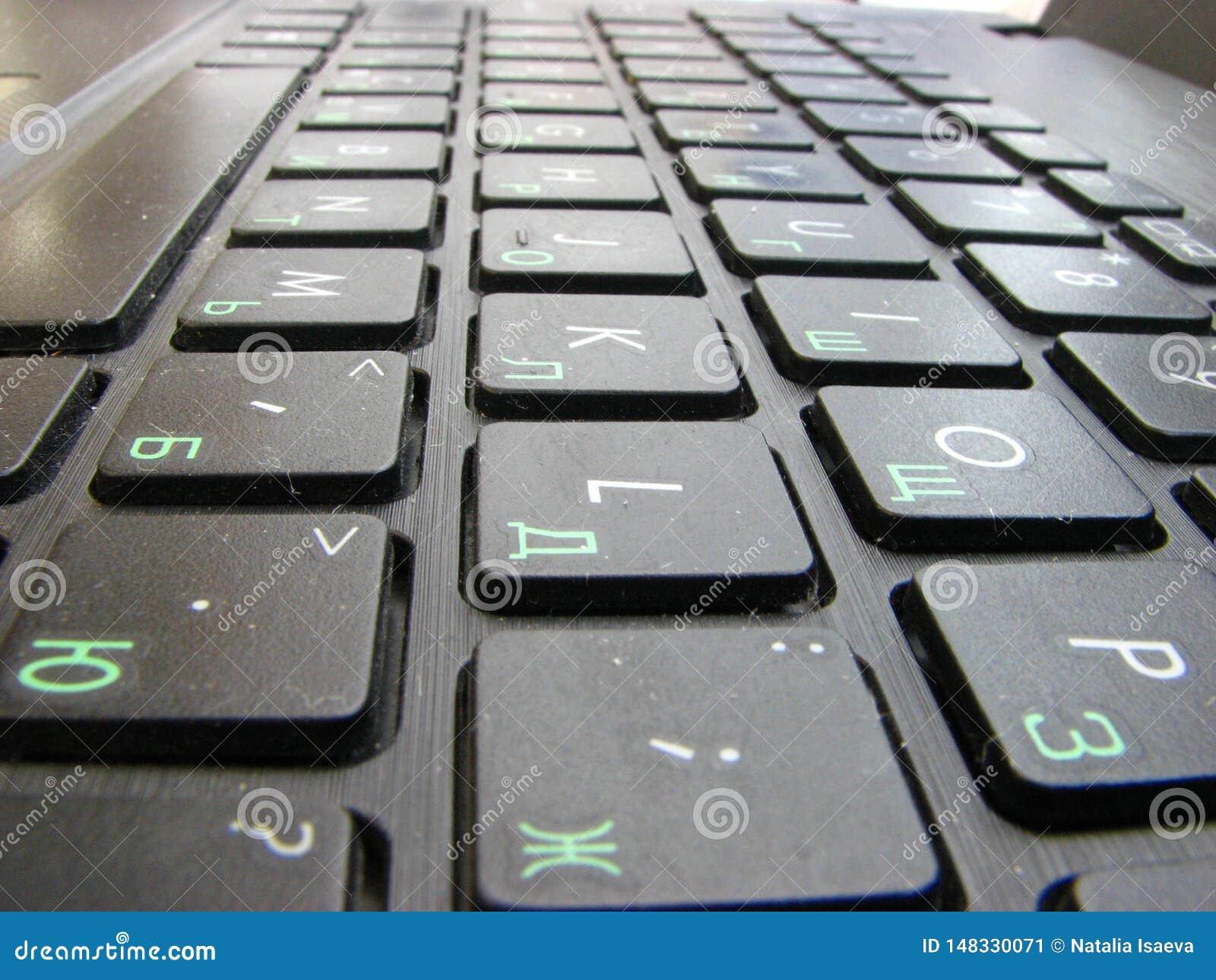 Schwarze Tastaturkn?pfe auf einem Laptop