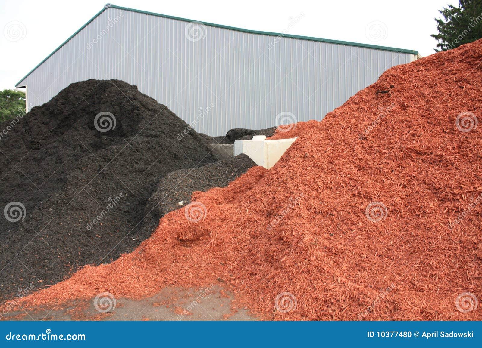 Schwarze und rote Färbungs-Laubdecke