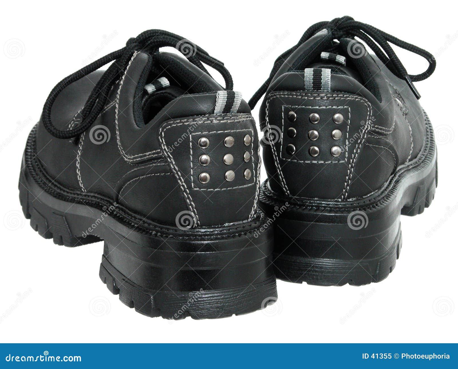 Schwarze Winter-Schuhe der Frauen (rückseitig)