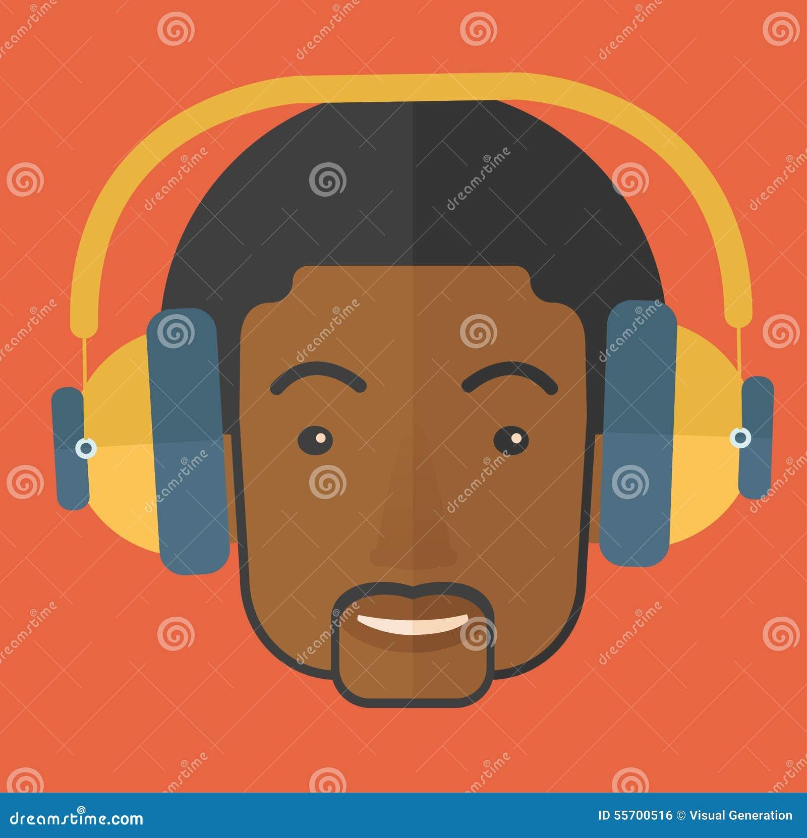 Schwarzer junger Kerl mit Kopfhörer