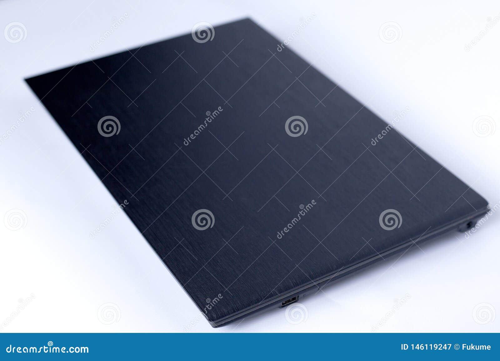 Schwarzer Laptop auf wei?em Hintergrund