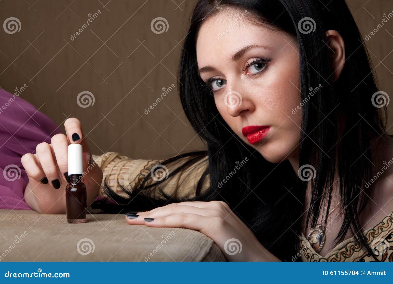 Schwarzer Nagellack stockfoto. Bild von frau, menschlich - 61155704