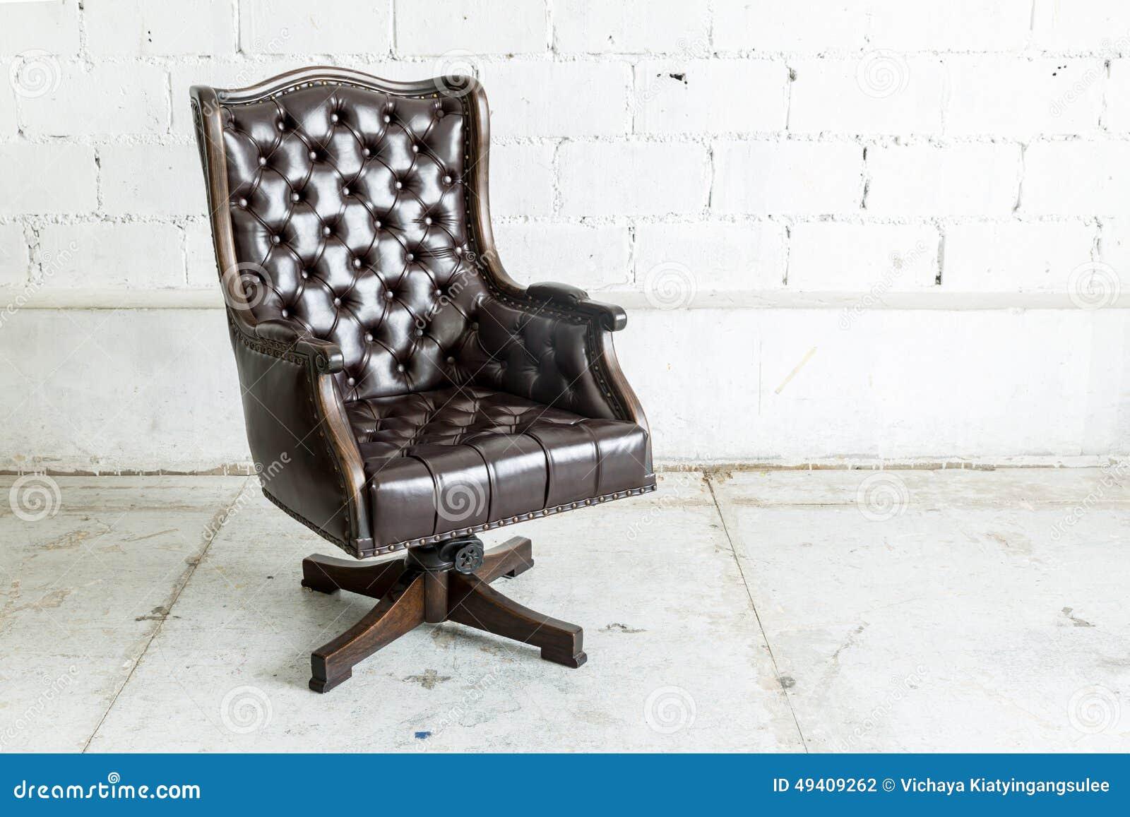 Download Schwarzer Stuhl Im Weinleseraum Stockfoto - Bild von elegant, haupt: 49409262