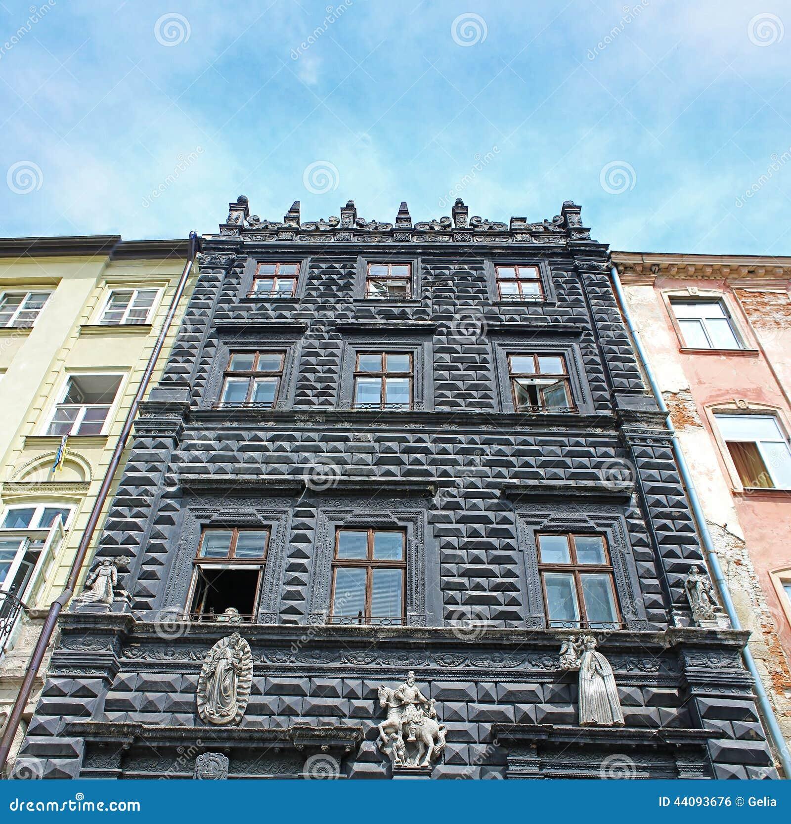 schwarzes haus auf dem marktplatz von lemberg ukraine stockfoto bild 44093676. Black Bedroom Furniture Sets. Home Design Ideas