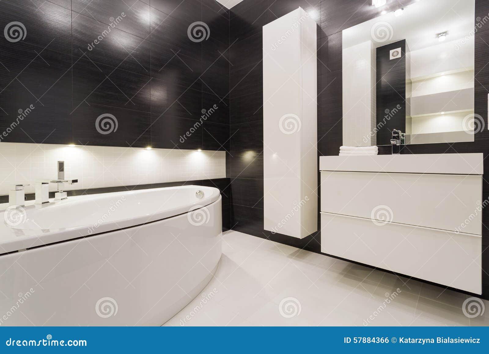Schwarzweiss-Badezimmer stockfoto. Bild von modern, elegant ...