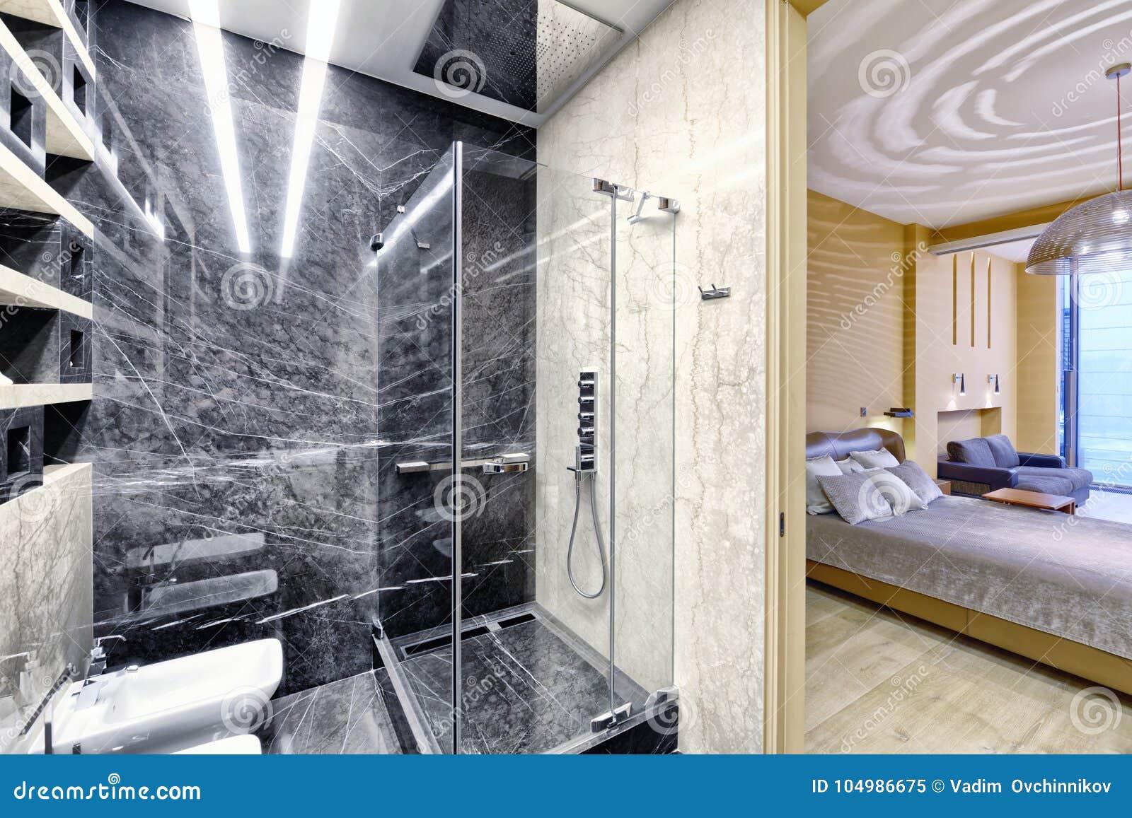 Schwarzweiss-Marmor Innerhalb Eines Modernen Badezimmers In ...