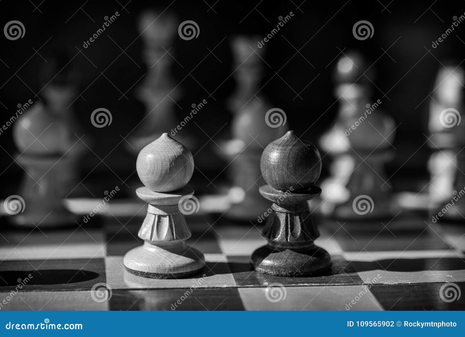 Schwarzweiss-Schachpfand stellen weg gegenüber