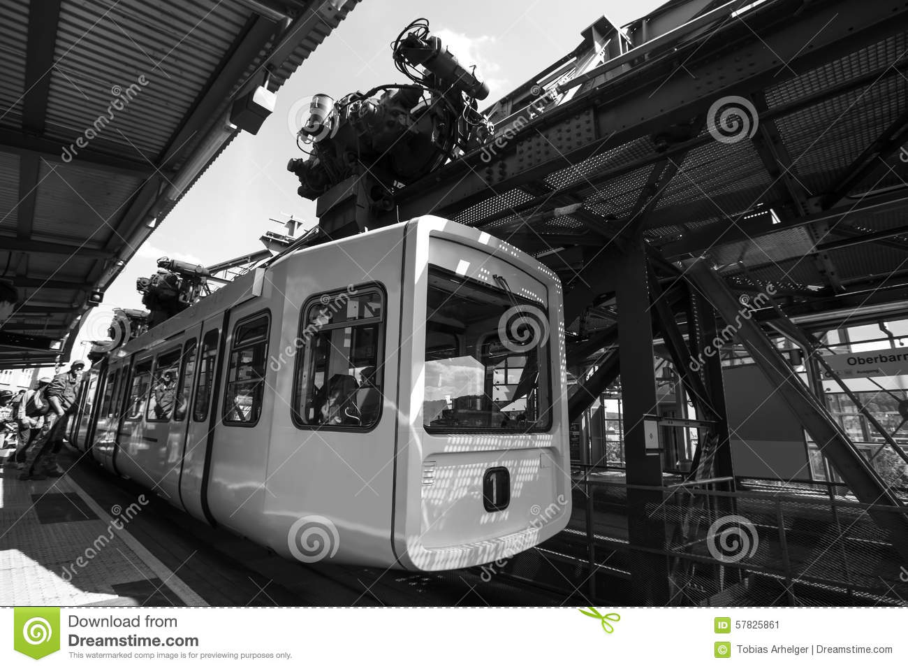 schwebebahn zug in wuppertal deutschland schwarzweiss stockbild bild von auto lastwagen 57825861. Black Bedroom Furniture Sets. Home Design Ideas