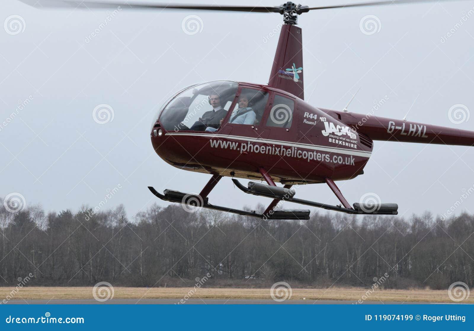 Schwebender Hubschrauber