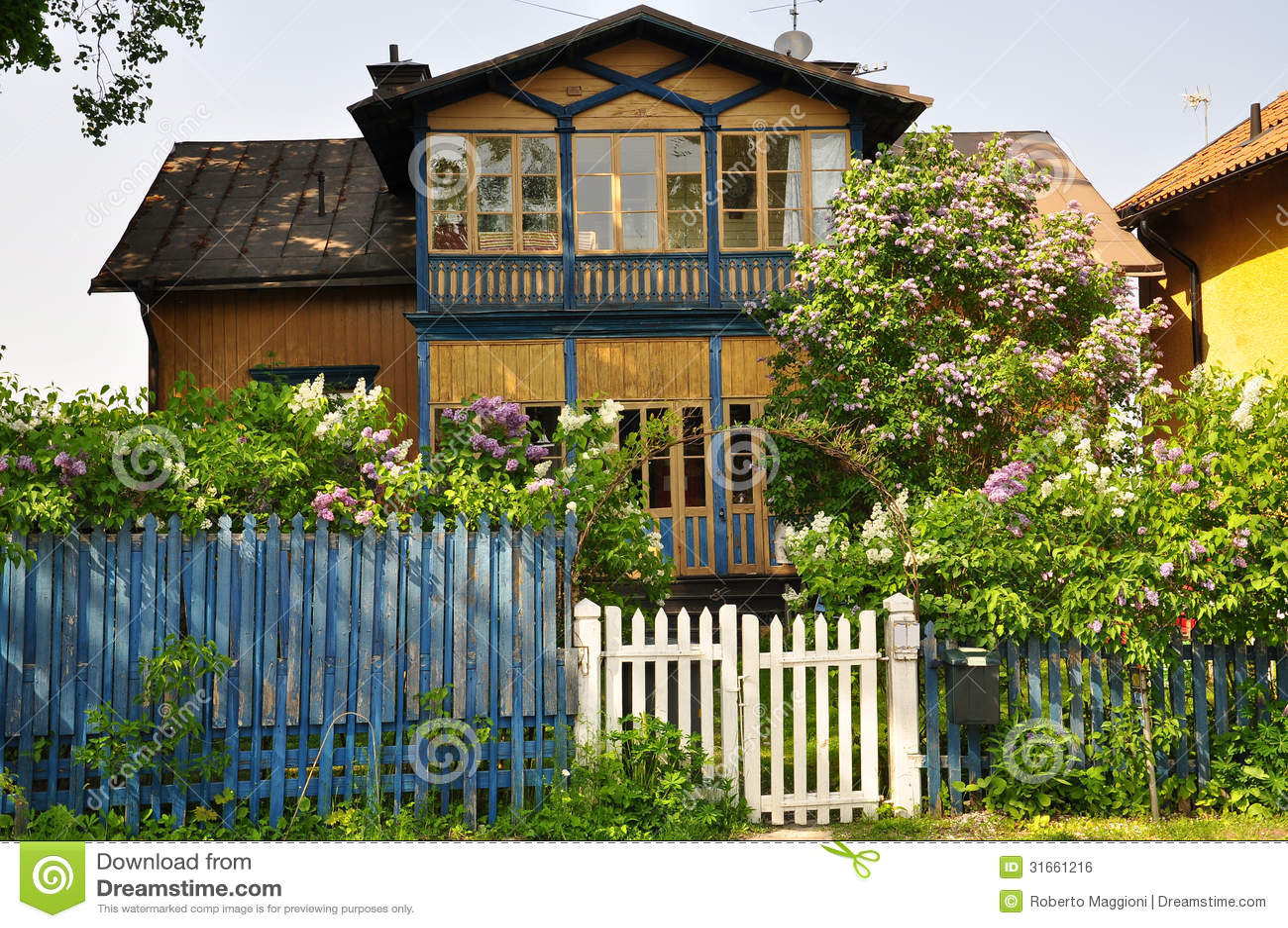 Schwedisches Traditionelles Haus Lizenzfreies Stockbild ...