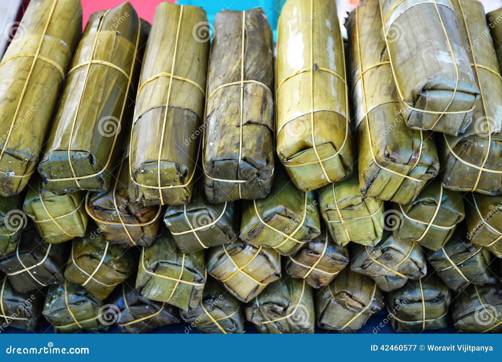 Schweinefleischverpackung durch Bananenblätter