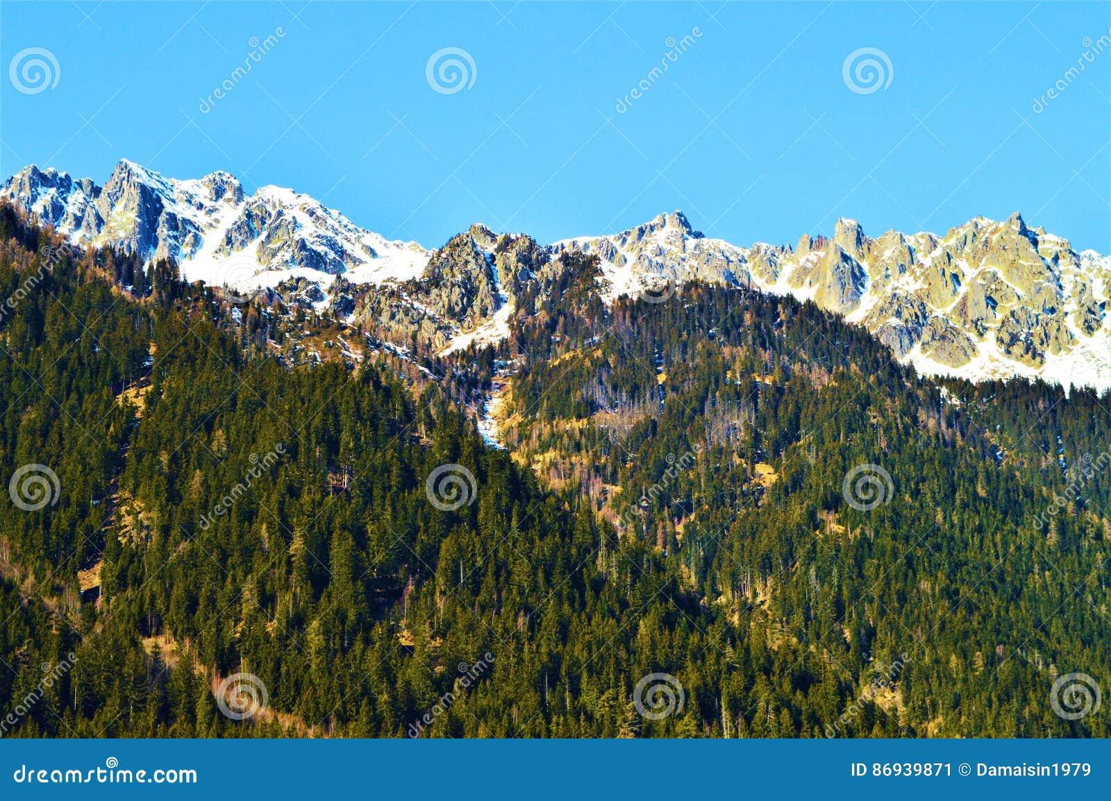 Schweizer Alpen im Frühjahr