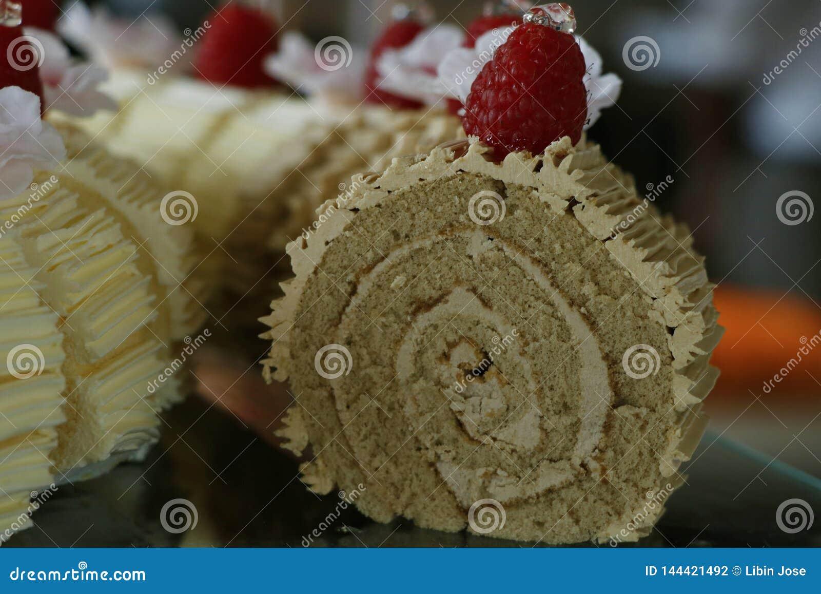 Schweizisk chokladrullkaka med hallonet