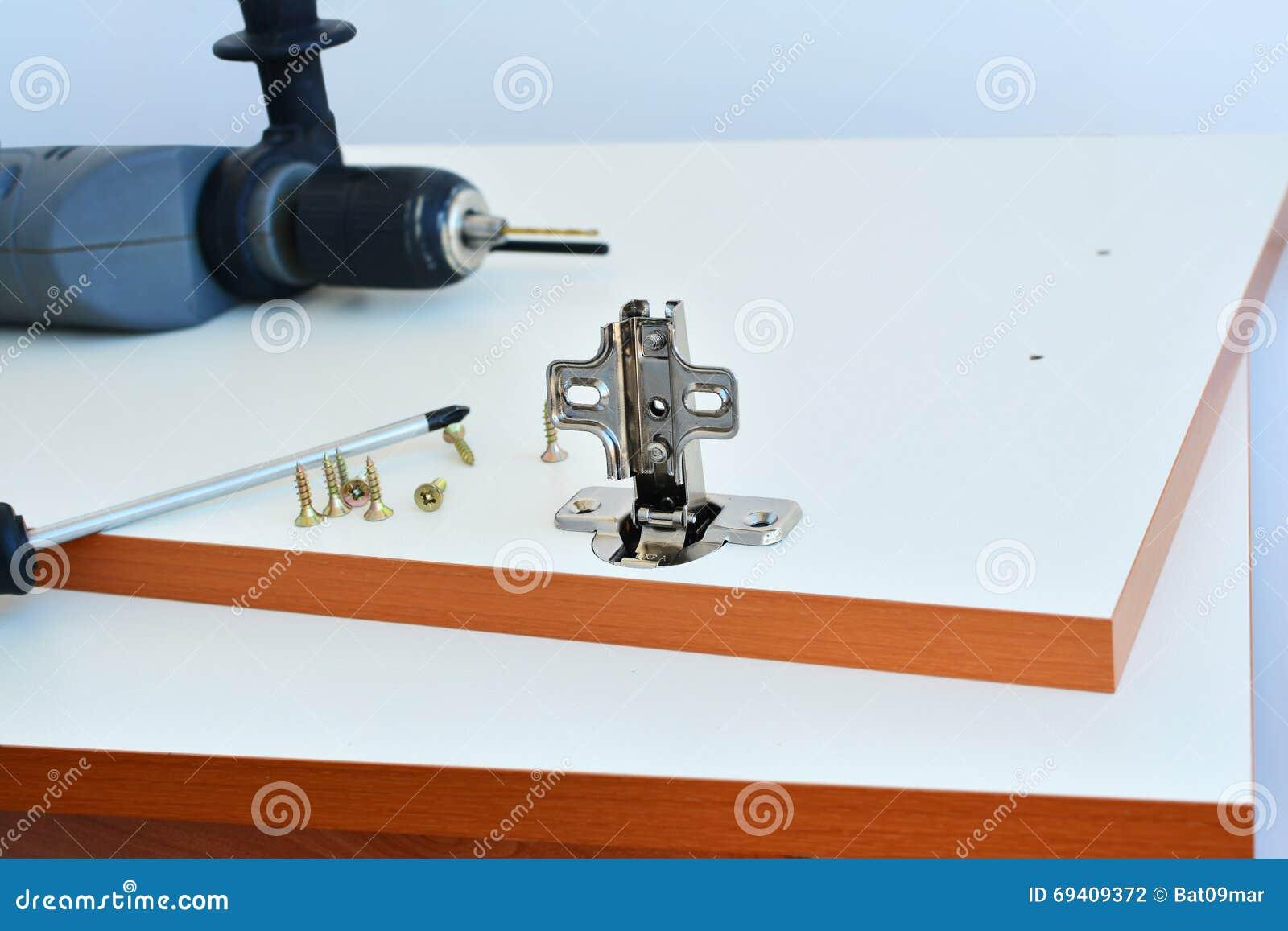 Schwenkachse Kompl. Auf Küchenschranktür Stockfoto - Bild von ...