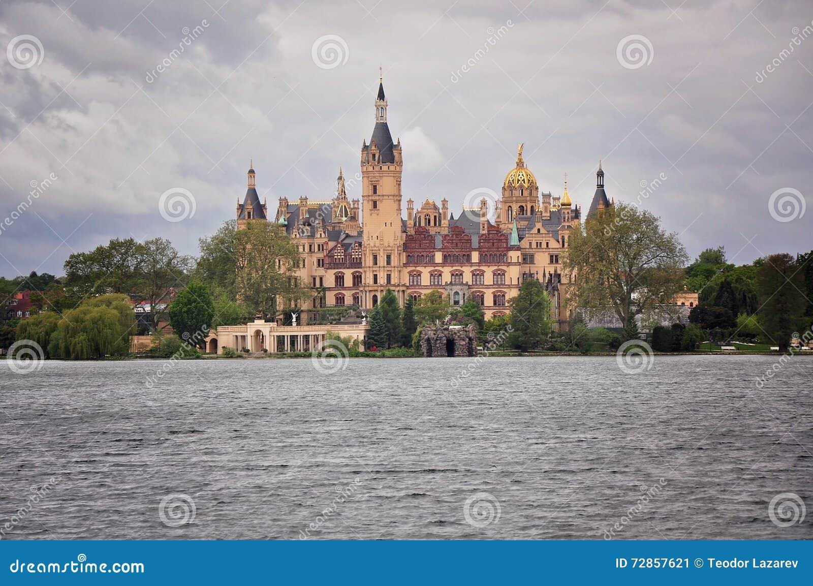 Schwerin Palast In Deutschland Rückseite Mit Dem Garten