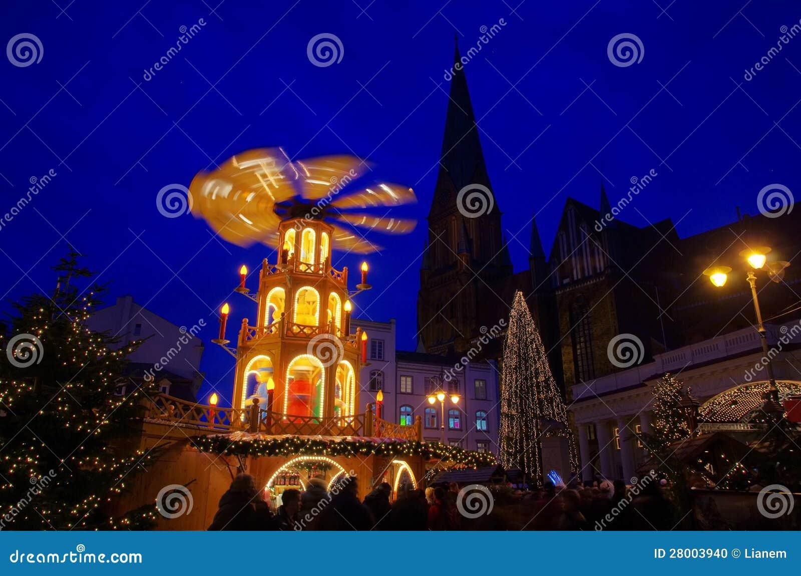 Schwerin Weihnachtsmarkt Stockfoto Bild Von Leuchte 28003940