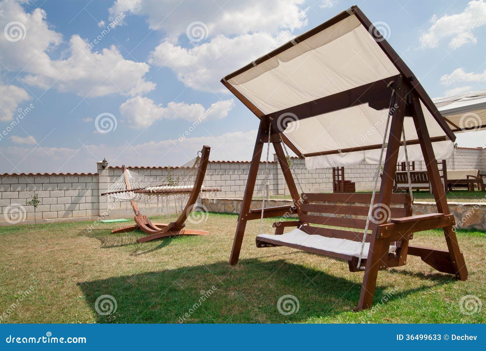 schwingbank und h ngematte im garten stockfotos bild 36499633. Black Bedroom Furniture Sets. Home Design Ideas