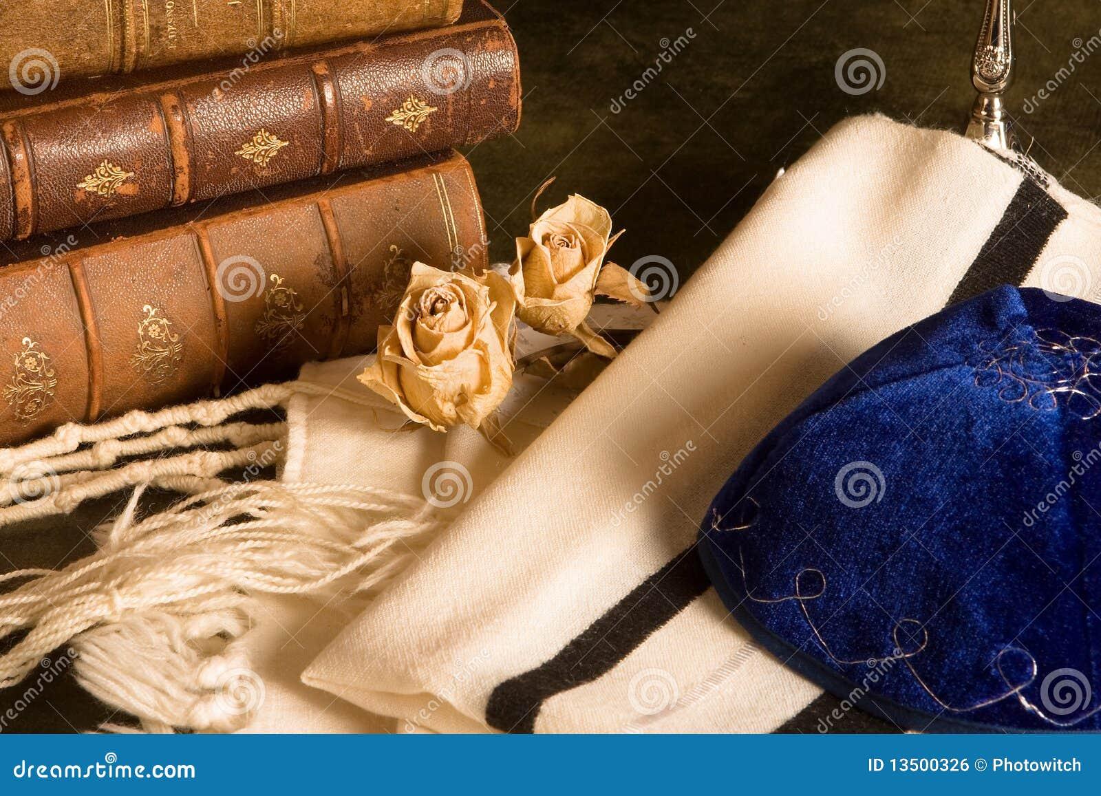 Scialle e libri di preghiera