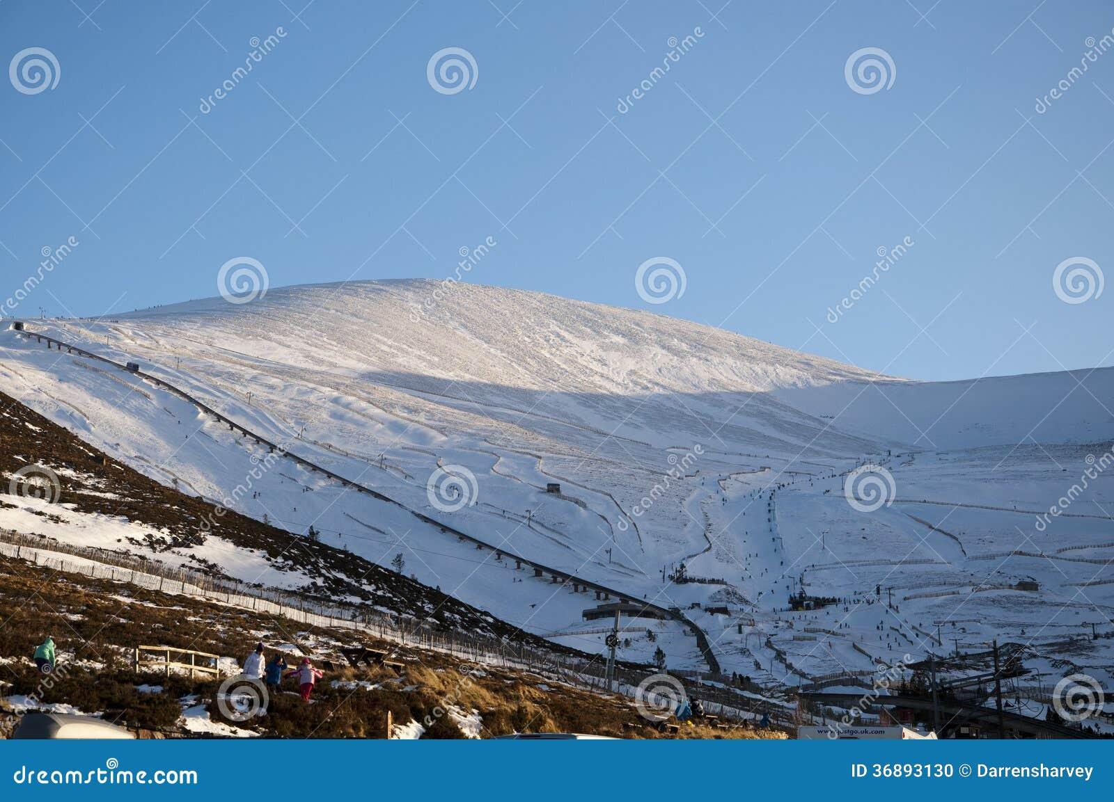 Download Sciando Sulla Montagna Di Cairngorm In Scozia Immagine Editoriale - Immagine di skiing, scotland: 36893130