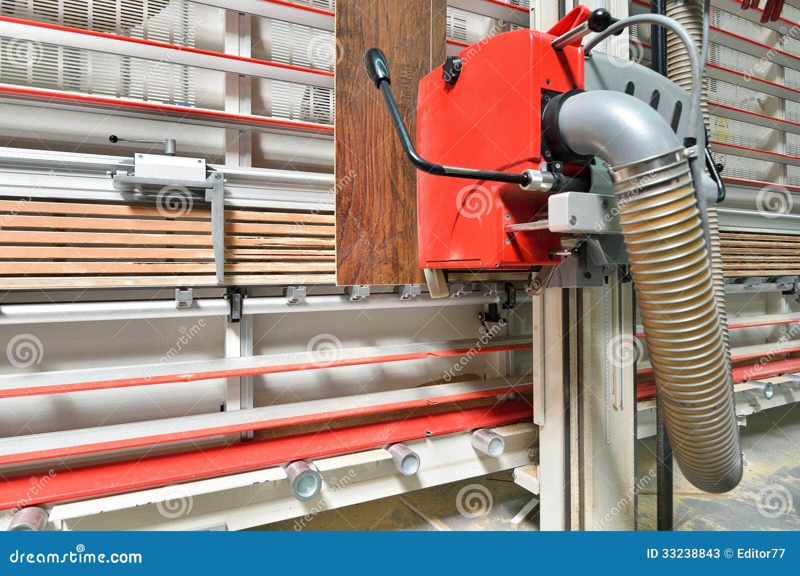 scie industrielle de circulaire pour la coupe en bois photos stock image 33238843. Black Bedroom Furniture Sets. Home Design Ideas