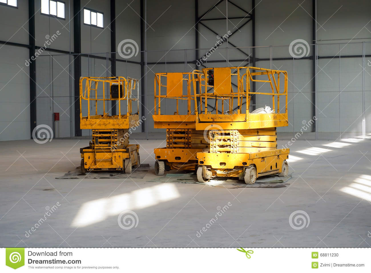 Scissors lift platforms