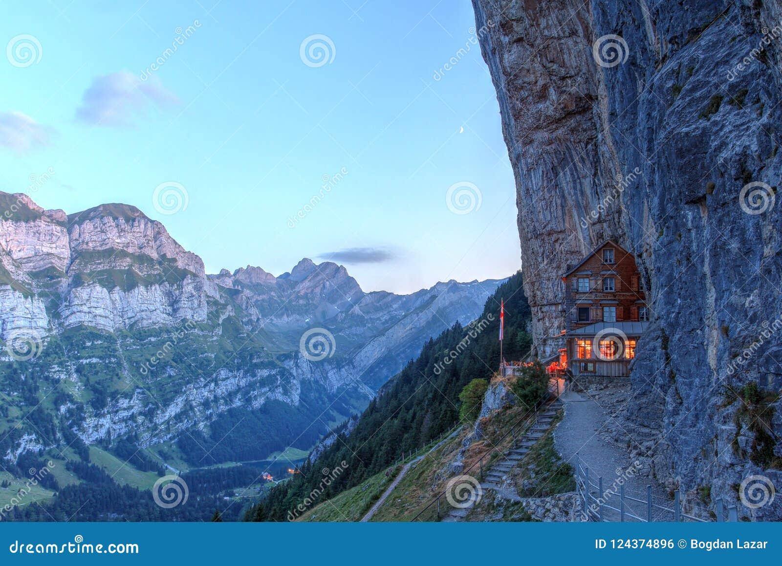 Scogliera di Aescher, Svizzera