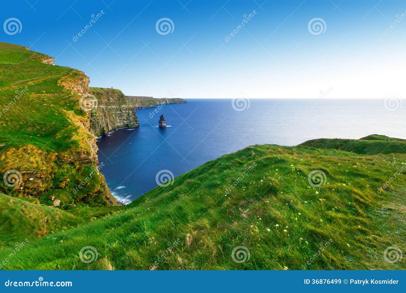 Download Scogliere Di Moher Al Tramonto Immagine Stock - Immagine di panoramico, radura: 36876499