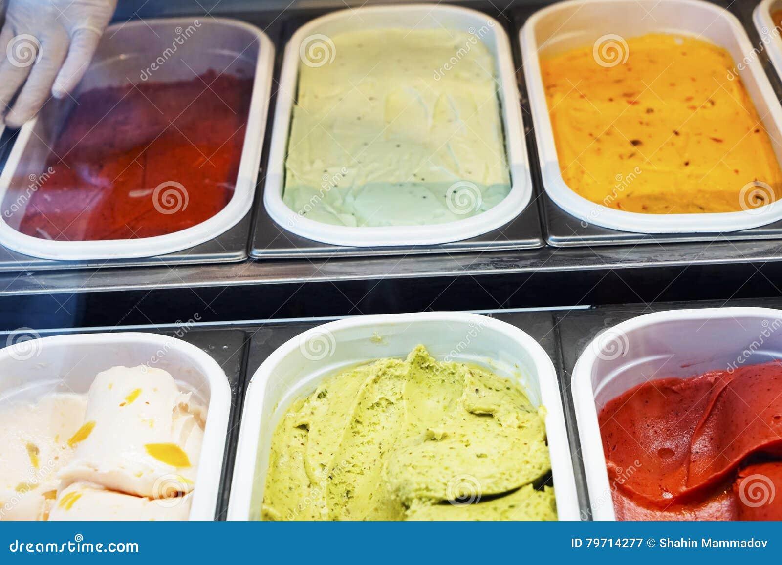 Scoops de crème glacée - saveurs assorties