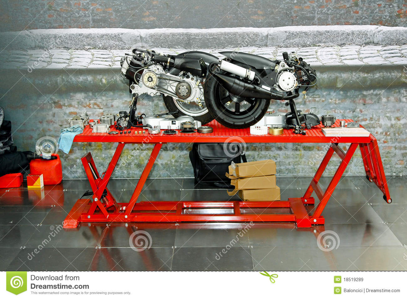 Scooter garage royalty free stock images image 18519289 for Garage reparation scooter