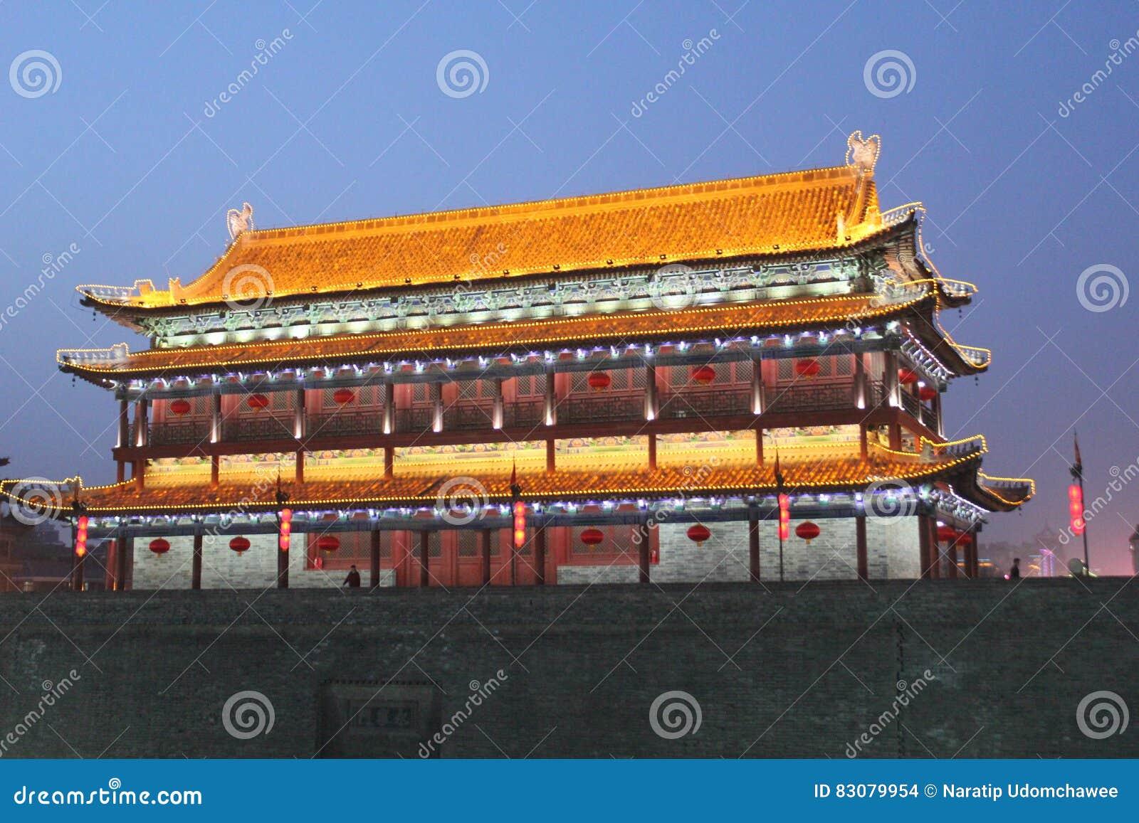 Scoperta della Cina: Muro di cinta antico di Xian