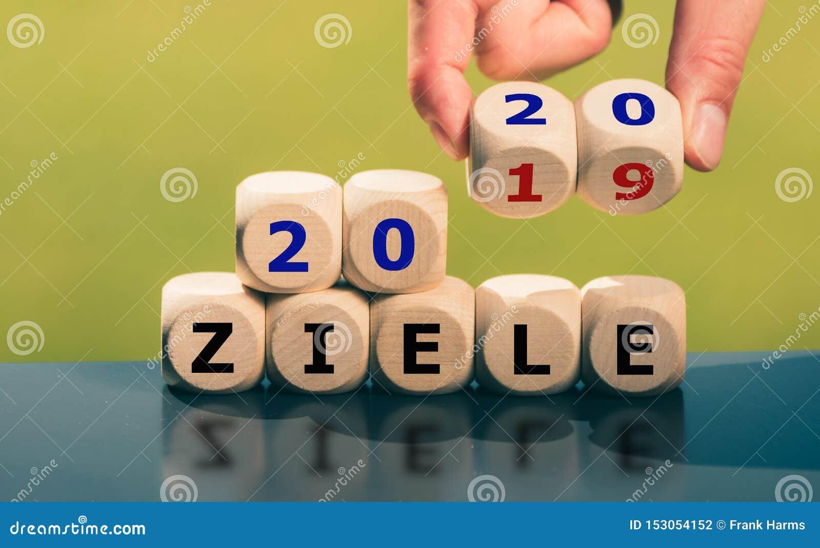 """Scopi per l anno 2020 La mano gira i dadi e cambia gli scopi tedeschi """"2019 """"dello ziele di espressione """"a Ziele 2020 """""""