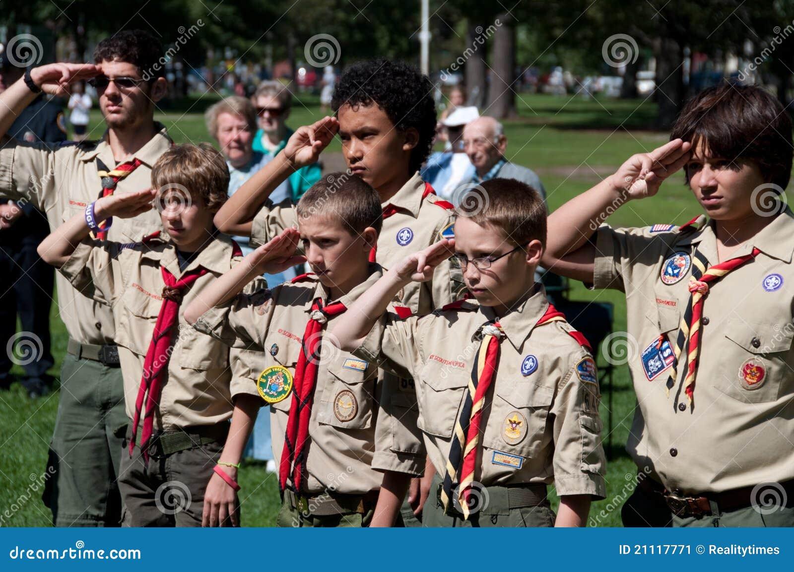 Scouts de garçon à la cérémonie de souvenir du 11 septembre