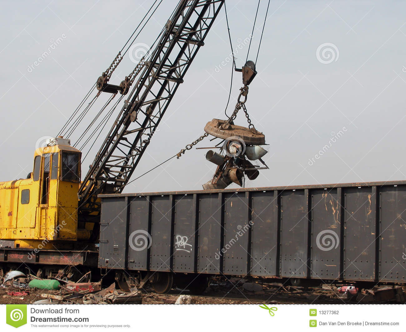 Scrap yard crane with magnet