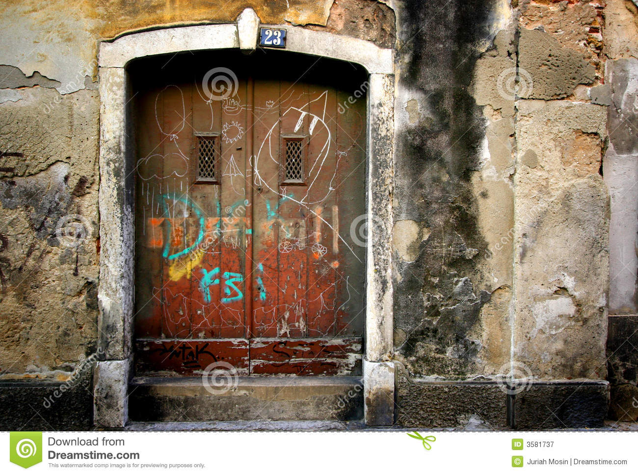 Scribble on old doors stock image image of apartments for Puertas viejas