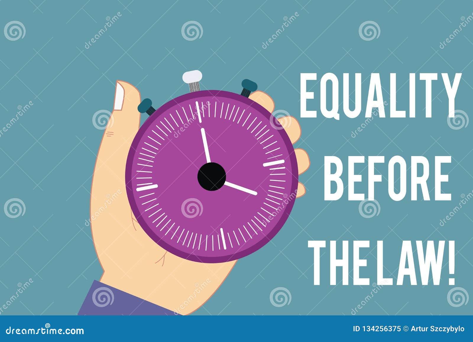 Scrittura concettuale della mano che mostra eguaglianza davanti alla legge Diritti uguali di protezione dell equilibrio della giu