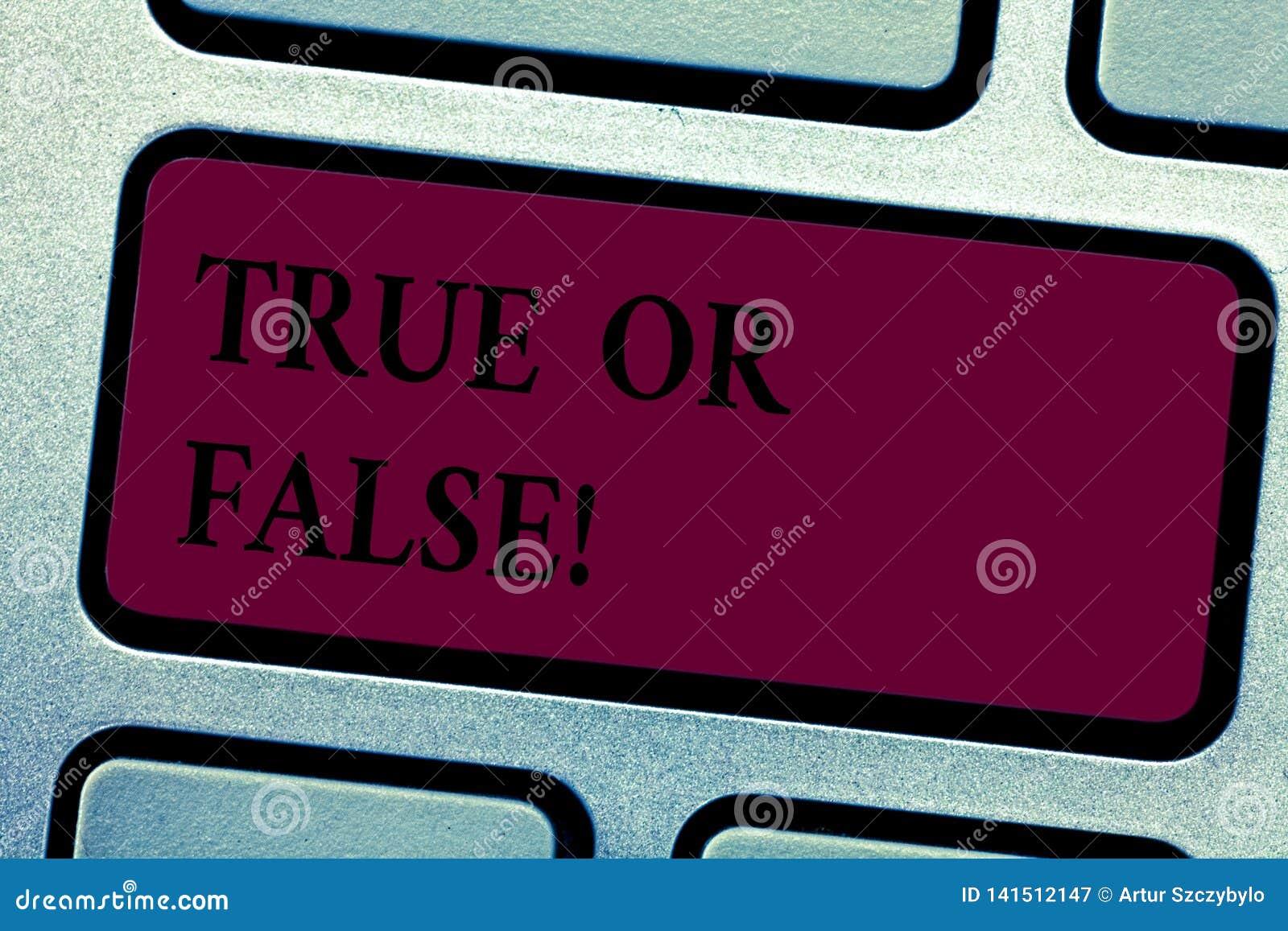 Scrittura dello showingTrue della nota o falso Montrare della foto di affari decide fra un fatto o dire una confusione di dubbio