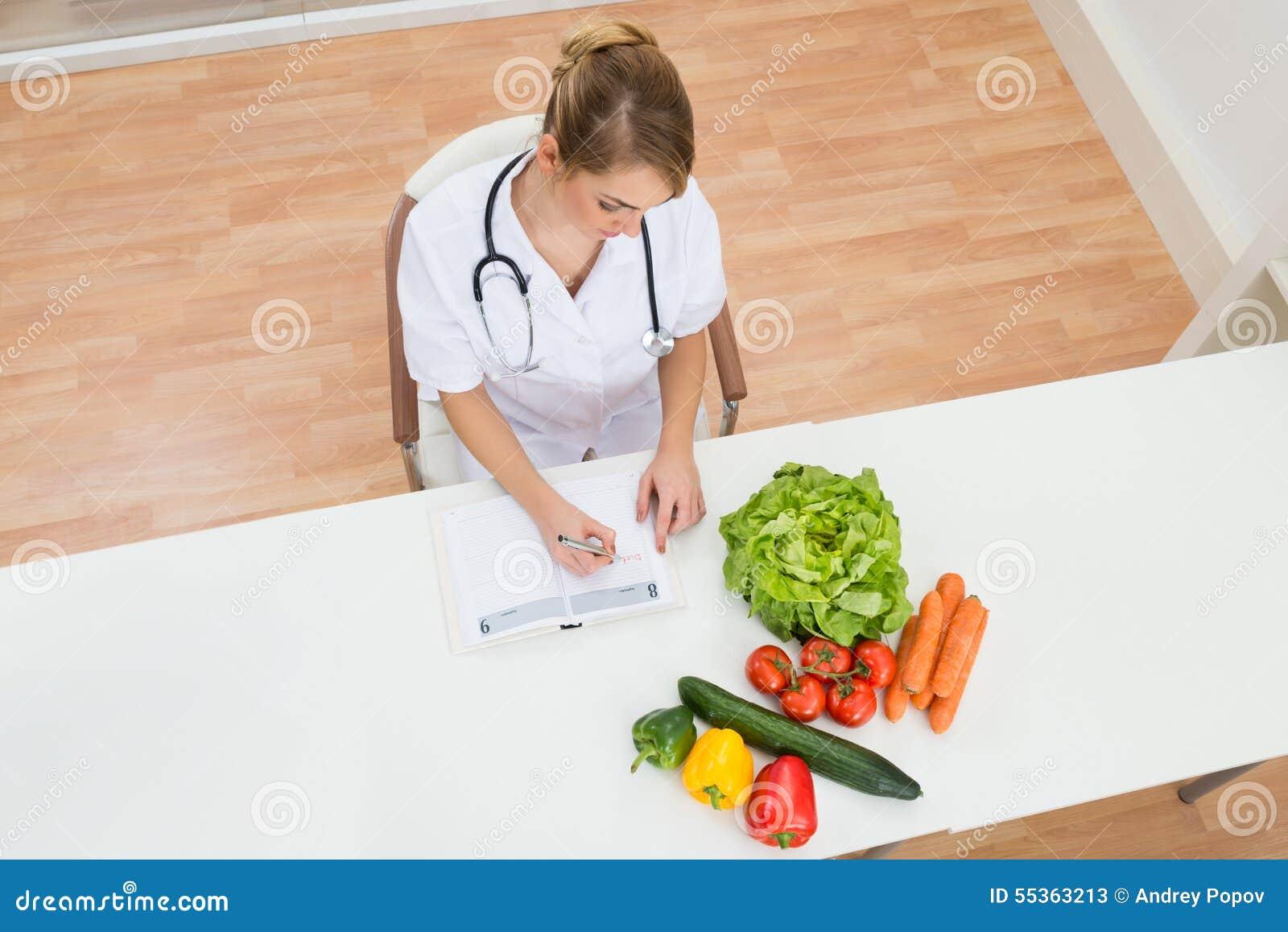 Scrittura femminile del dietista in diario