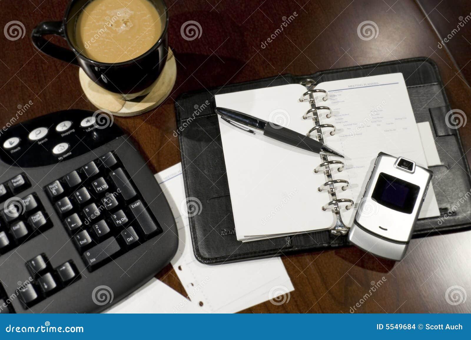 Scrivania Ufficio Organizzata : Scrivania organizzata fotografia stock immagine di blank