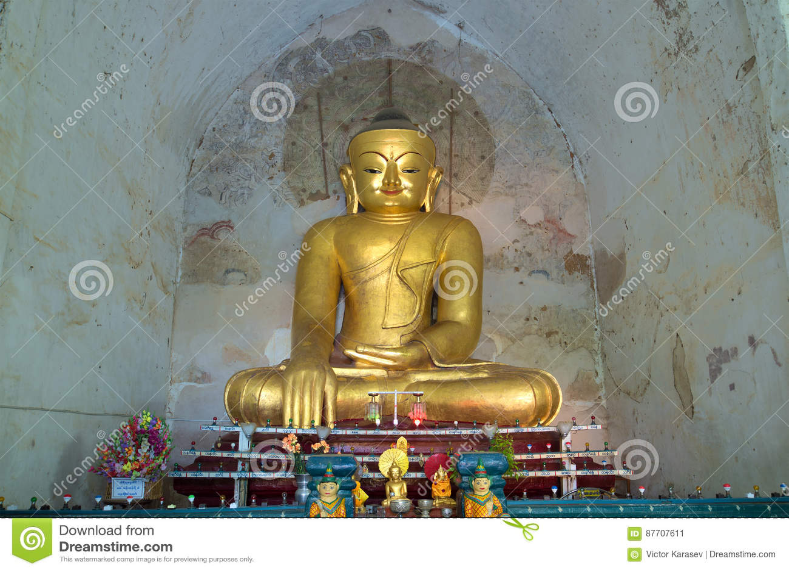 Sculpture antique d un Bouddha assis dans le temple antique Gawdaw-palin myanmar