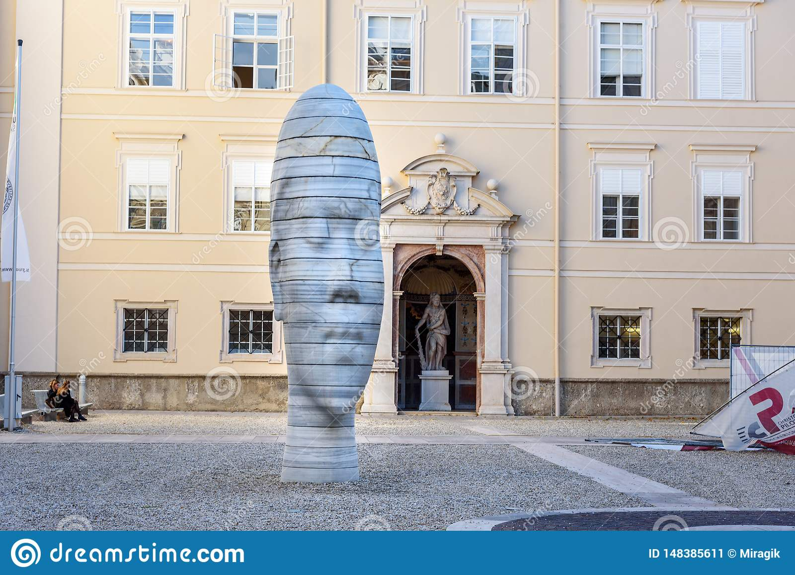 Sculpture de marbre Awilda dans Dietrichsruh dans le complexe de l universit? de Salzbourg l autriche