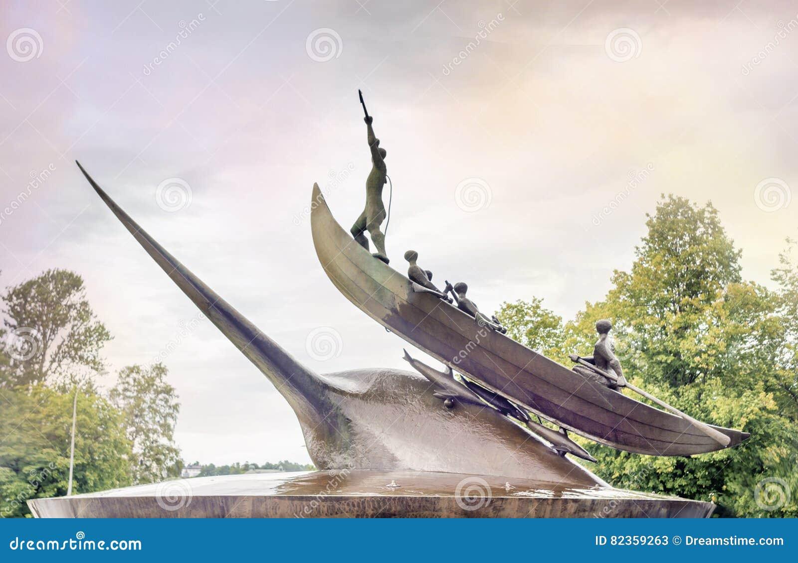 Sculpture des chasseurs chassant la baleine dans Sandefjord
