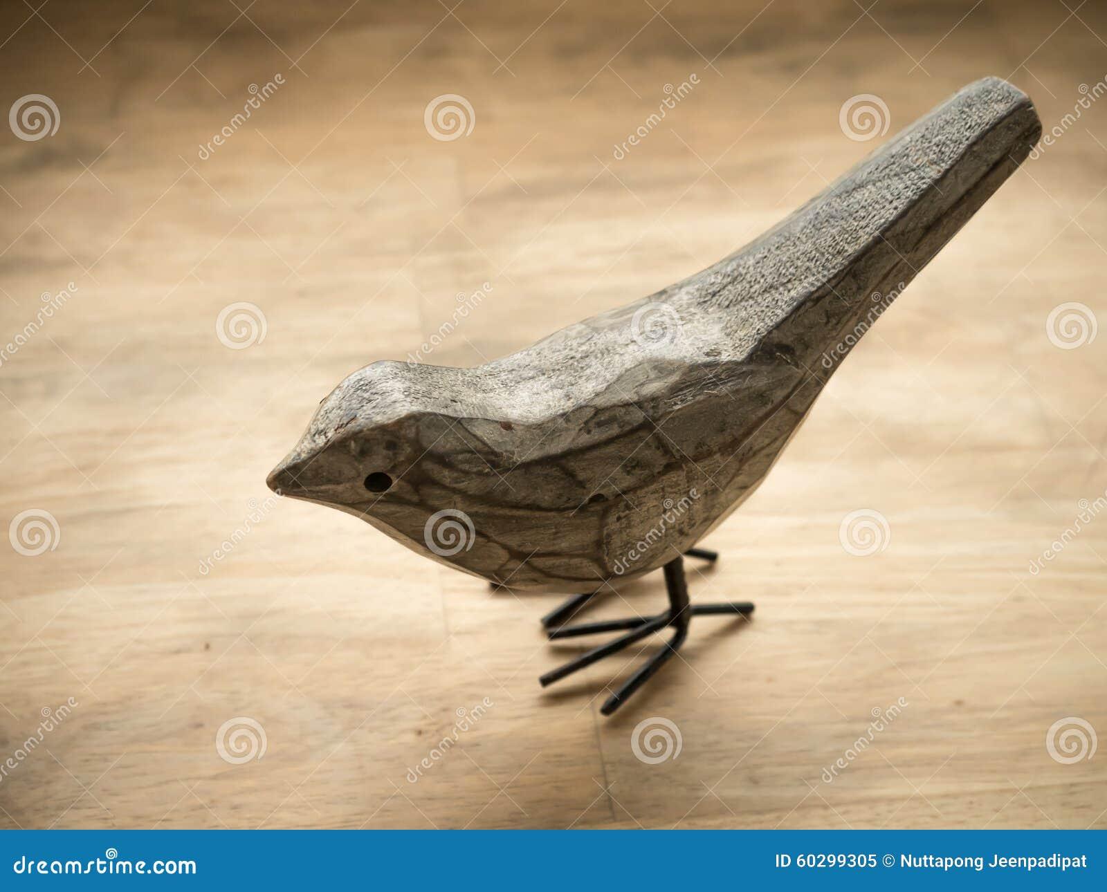 Sculpture en bois en oiseau photo stock image 60299305 for Oiseau en bois flotte