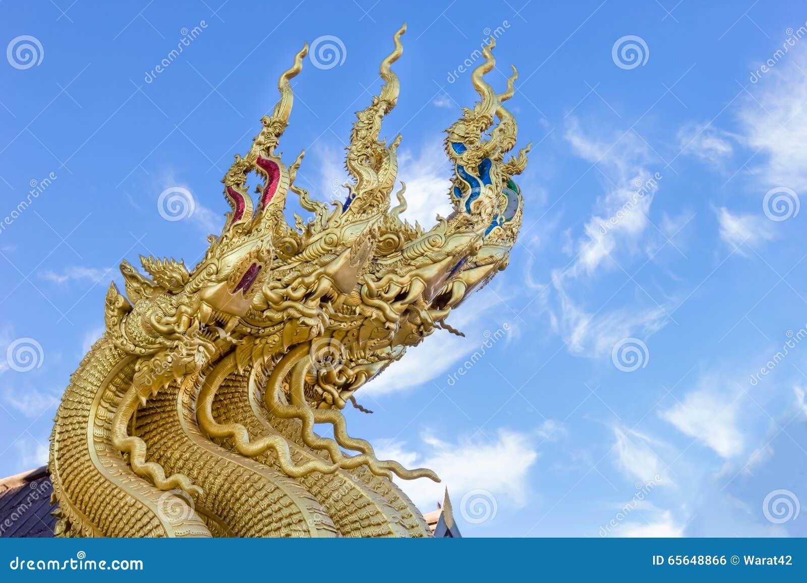 Sculpture en dragon au temple de Sri Pan Ton, province Nan, Thaïlande