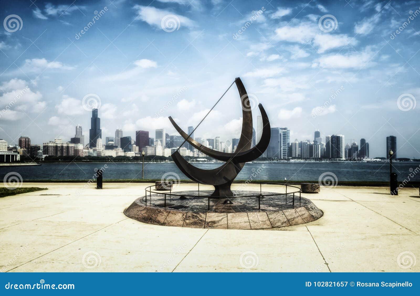 Sculpture en planétarium d Adler et horizon de Chicago - effet artistique blanchi de portrait - Chicago, l Illinois, Etats-Unis